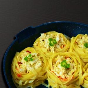 Гнезда из спагетти с овощами